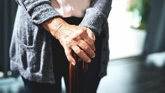 چه طور با افزایش سن استحکام استخوان ها و مفاصل را حفظ کنیم؟
